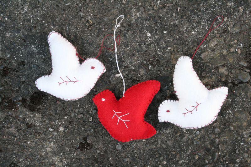 голуби мира, сшитые своими руками