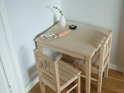Childs_table_and_chairs